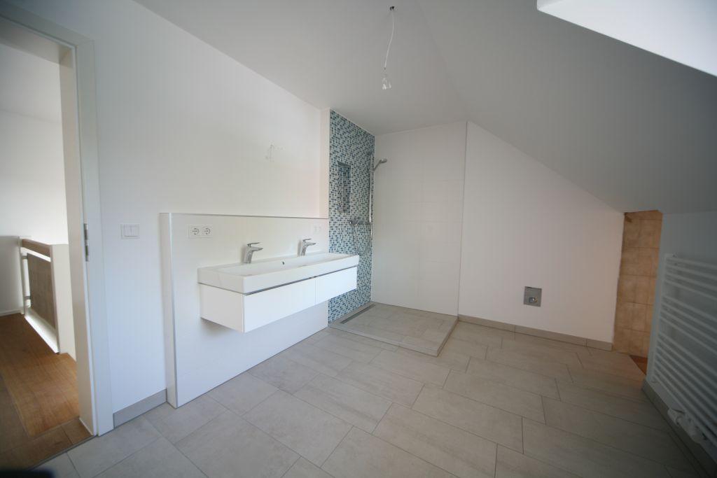 haus 1 1ogbadkind bild 4 sanieren in regensburg bossmann gmbh. Black Bedroom Furniture Sets. Home Design Ideas