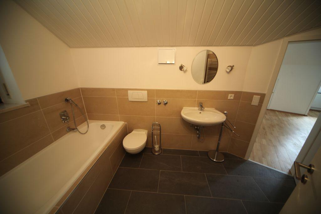 haus 2 baddg bild 4 sanieren in regensburg bossmann gmbh. Black Bedroom Furniture Sets. Home Design Ideas