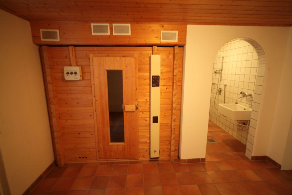 haus 1 kellerbad bild 1 sanieren in regensburg. Black Bedroom Furniture Sets. Home Design Ideas