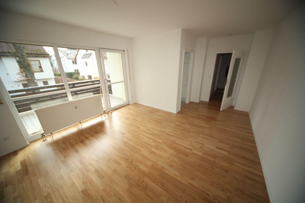 wohnung 2 wohnraum bild 2 sanieren in regensburg. Black Bedroom Furniture Sets. Home Design Ideas