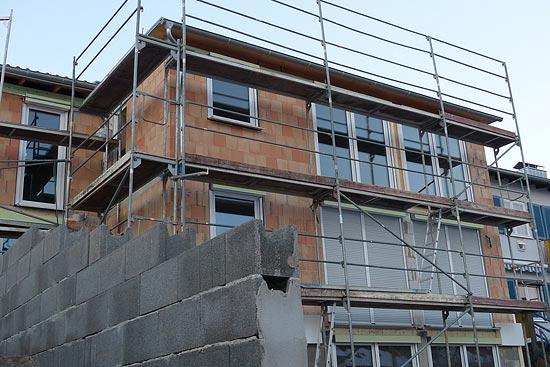 Baustelle mit Handwerkern koordinieren